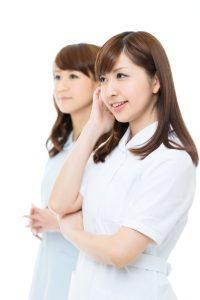 女性の歯科衛生士と歯科助手